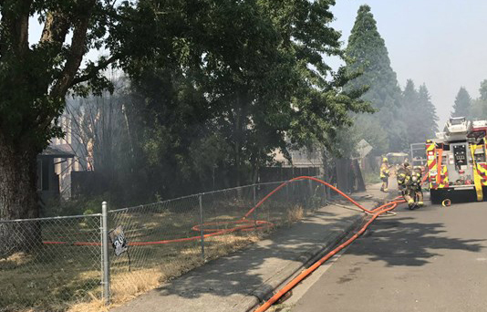 Families displaced after fire burns 3 homes in Aloha