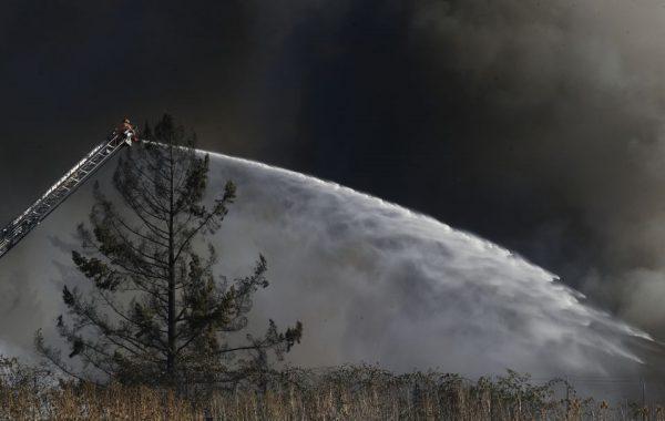 4-alarm grass fire destroys 2 buildings, burns several others in NE Portland