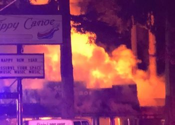 Fire destroys Shirley's Tippy Canoe in Troutdale